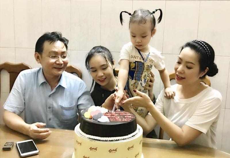 Trịnh Kim Chi khoe ảnh kỷ niệm 17 năm ngày cưới: Đơn giản, ít tốn kém