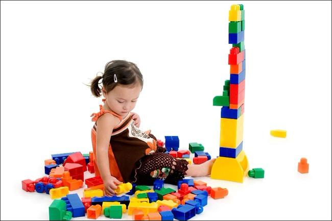 Những trò chơi đơn giản ngay tại nhà lại giúp bé phát triển trí não cực tốt - Ảnh 1