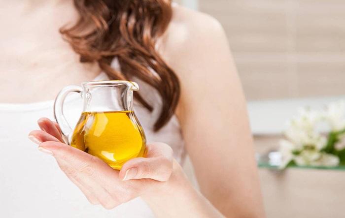 Dầu oliu - Nguyên liệu có tác dụng chống nắng cho da hiệu quả.