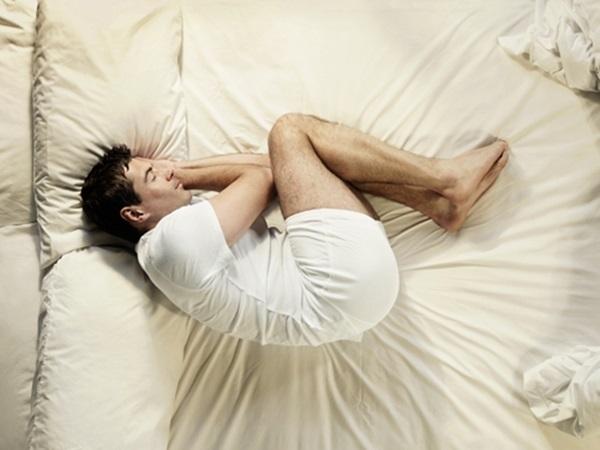 Mặt trái gây hại sức khỏe của 5 tư thế ngủ phổ biến nhất - Ảnh 3