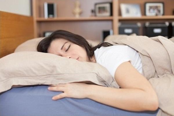 Mặt trái gây hại sức khỏe của 5 tư thế ngủ phổ biến nhất - Ảnh 1