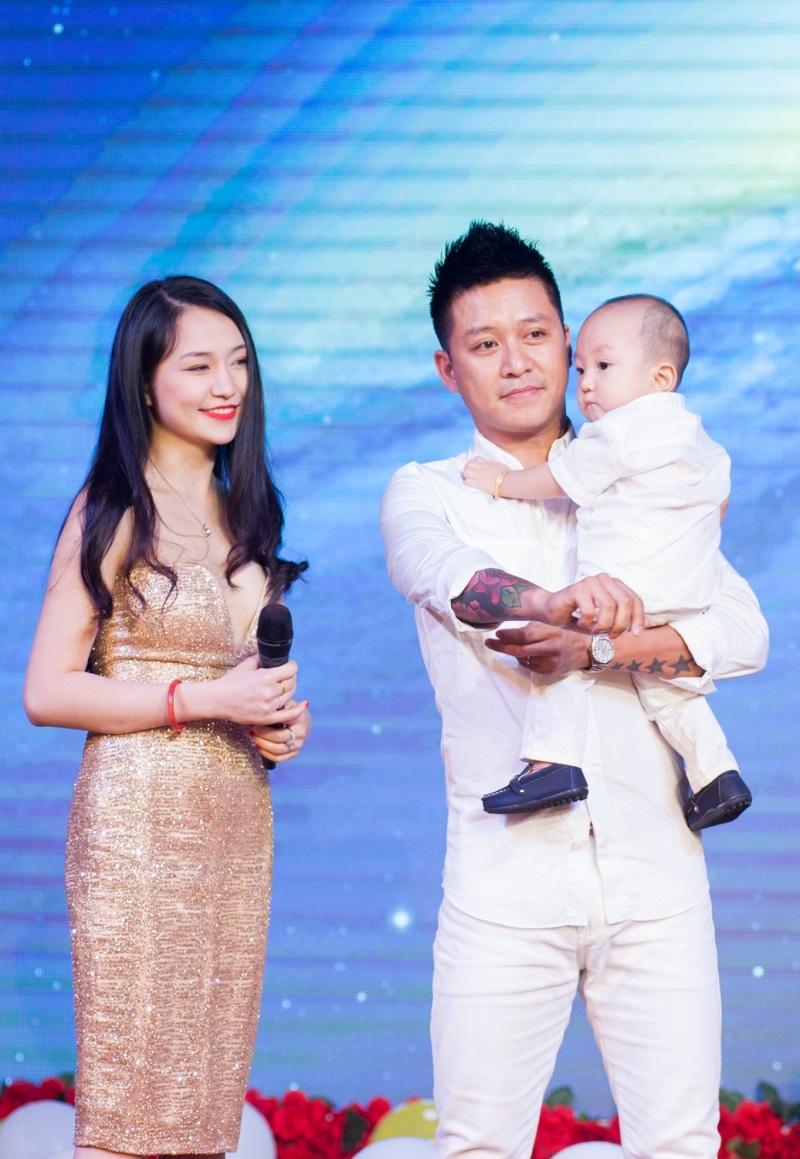 Những 'ông bố quốc dân' vừa đẹp trai vừa giỏi kiếm tiền của showbiz Việt - Ảnh 10