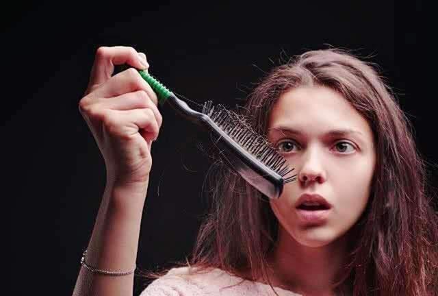Những thực phẩm sinh ra là để 'ngăn rụng tóc' và nuôi dưỡng mái tóc khỏe đẹp - Ảnh 1