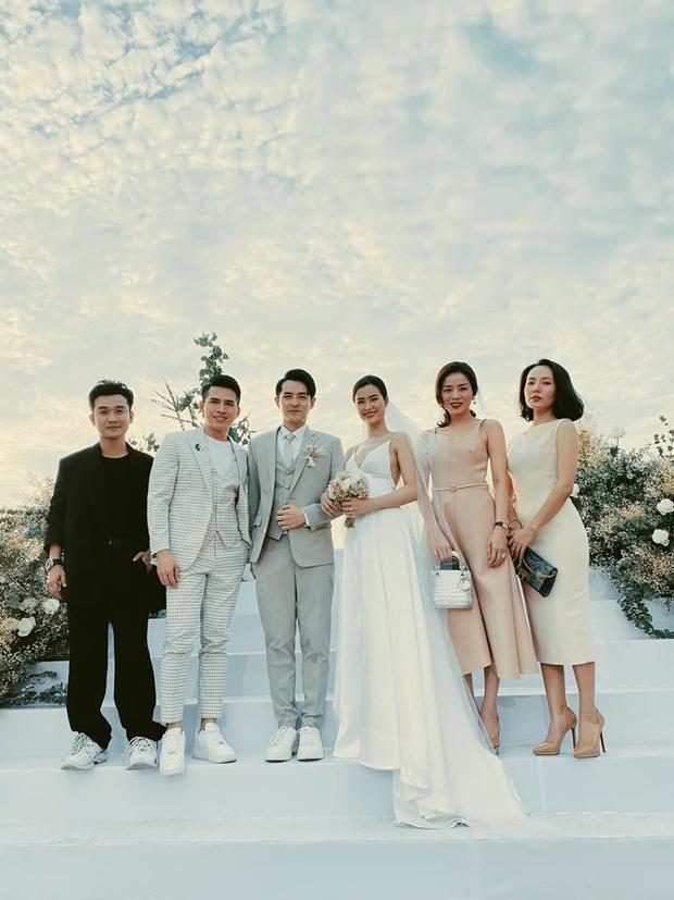 Đông Nhi diện 'sương sương' 10 mẫu váy cưới trong đám cưới thế kỷ với Ông Cao Thắng - Ảnh 13