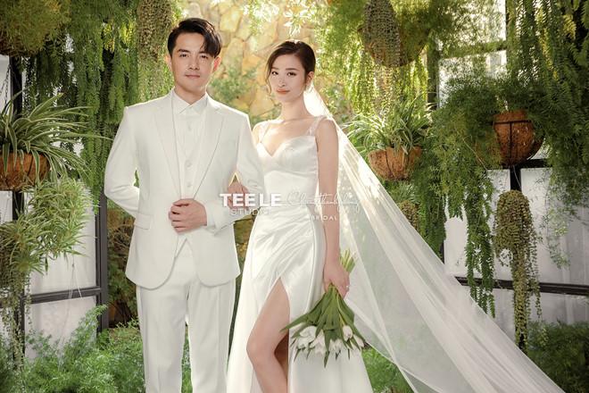 Đông Nhi diện 'sương sương' 10 mẫu váy cưới trong đám cưới thế kỷ với Ông Cao Thắng - Ảnh 12