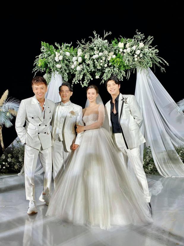 Đông Nhi diện 'sương sương' 10 mẫu váy cưới trong đám cưới thế kỷ với Ông Cao Thắng - Ảnh 1