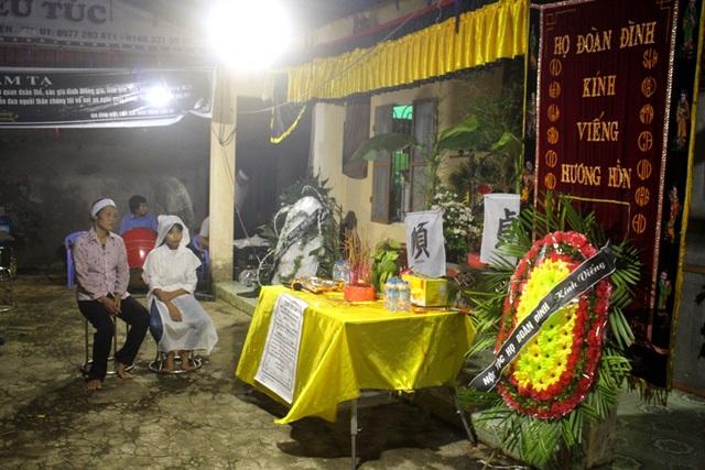 Vụ <a target='_blank' href='https://www.phunuvagiadinh.vn/hai-me-con-tu-vong.topic'>hai mẹ con tử vong</a> dưới ao: Lễ tang giữa khuya và tiếng khóc