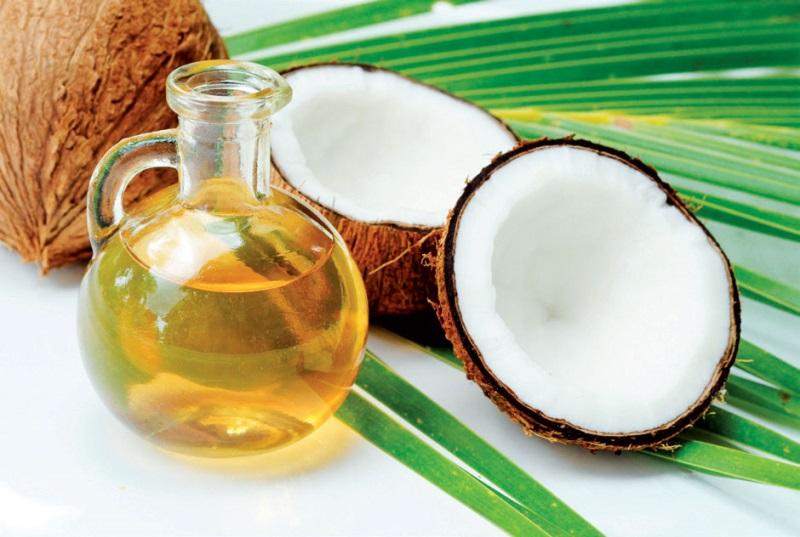 Ủ tóc bằng dầu dừa dưỡng tóc hiệu quả