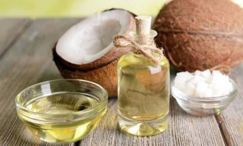 Ủ tóc bằng dầu dừa kích thích tóc mọc nhanh và dày