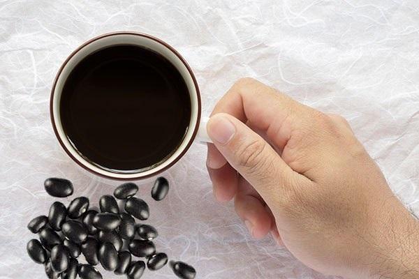 Uống nước đỗ đen xanh lòng có tác dụng giảm đau tim