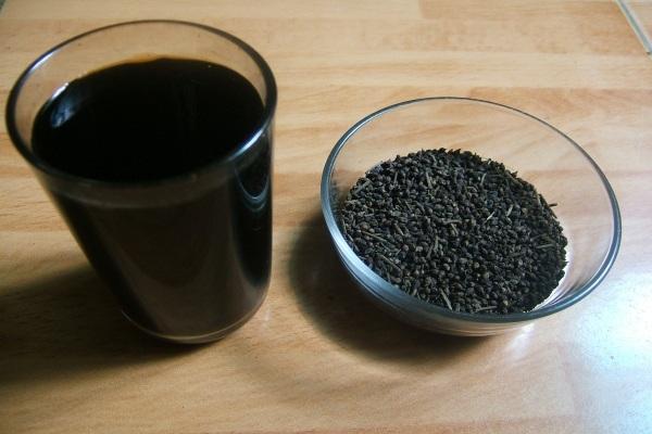 Nước đỗ đen xanh lòng có tác dụng làm sạch đường tiêu hóa