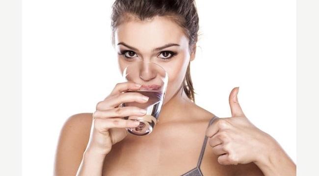 Chỉ cần uống nước theo cách này cân nặng giảm nhanh chóng mặt, da đẹp dáng xinh - Ảnh 1