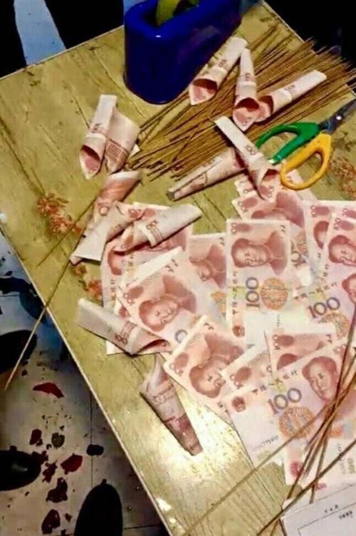 Cô gái được người yêu tặng bó hoa kết bằng 33 triệu đồng tiền giấy - Ảnh 2