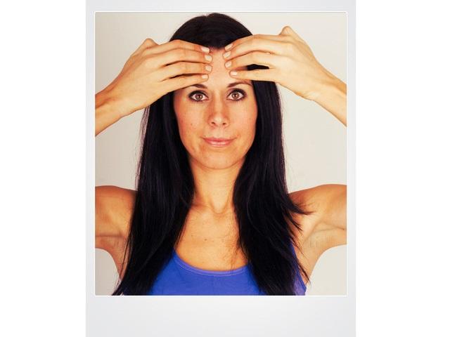 Da căng mọng, trẻ lại hàng chục tuổi chỉ với vài động tác yoga siêu đơn giản - Ảnh 3