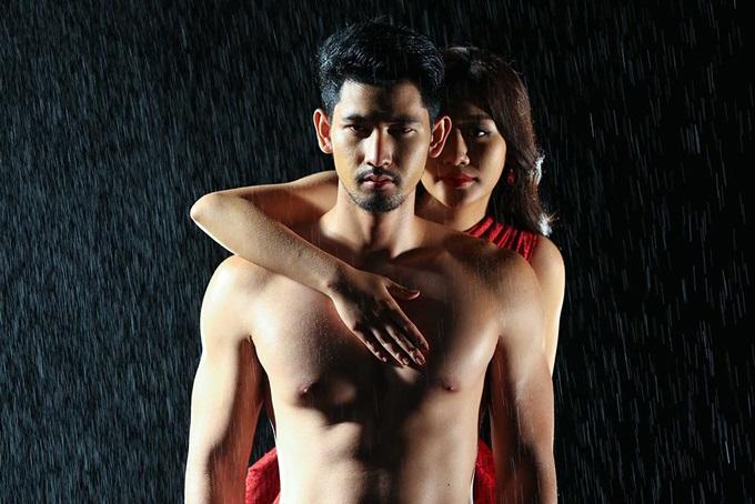 Không còn sợ bạn trai ghen tuông, Văn Mai Hương thoải mái ôm ngực trần nóng bỏng của mỹ nam người Thái - Ảnh 2
