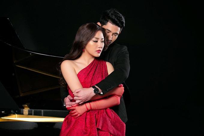 Không còn sợ bạn trai ghen tuông, Văn Mai Hương thoải mái ôm ngực trần nóng bỏng của mỹ nam người Thái - Ảnh 3