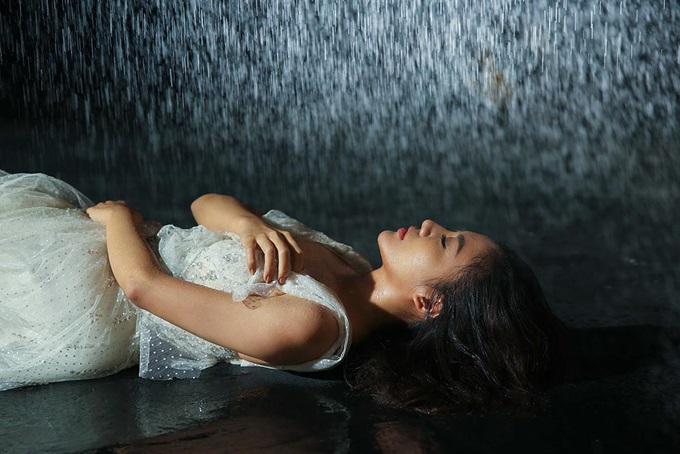 Không còn sợ bạn trai ghen tuông, Văn Mai Hương thoải mái ôm ngực trần nóng bỏng của mỹ nam người Thái - Ảnh 8