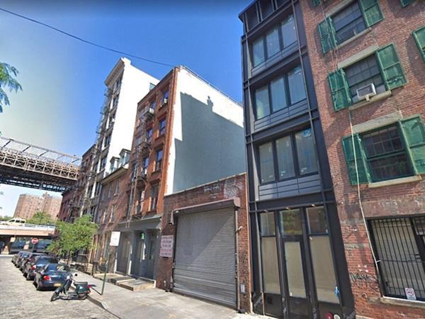Một căn nhà phố ở khu Hạ Manhattan, New York, Mỹ với phòng rộng nhất có chiều ngang chỉ 3m sắp được bán với giá 5 triệu USD (~116 tỷ đồng).