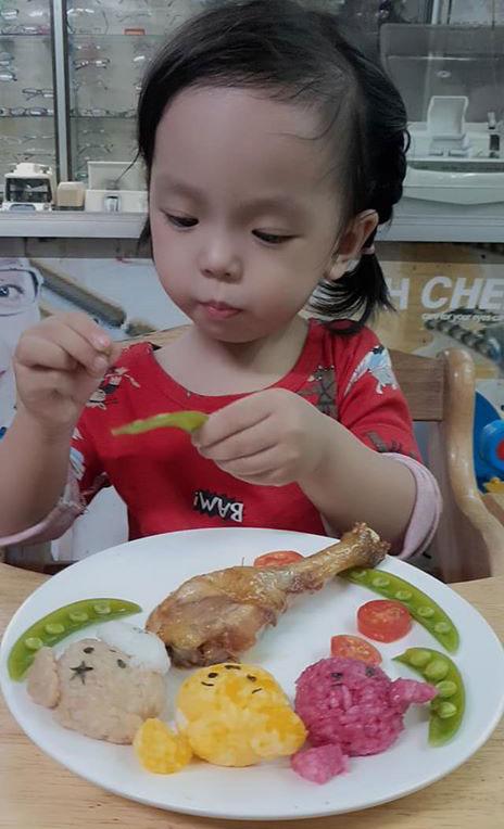 Học mẹ Nha Trang làm cơm bento đẹp mắt, khiến con vô cùng thích thú mỗi khi đến giờ ăn - Ảnh 2