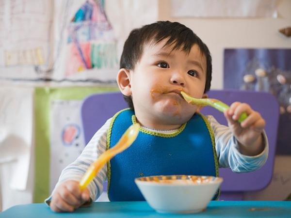 Mách mẹ cách tập cho con ăn thìa đơn giản và hiệu quả - Ảnh 1