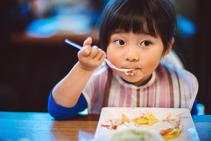 Mách mẹ cách tập cho con ăn thìa đơn giản và hiệu quả - Ảnh 2