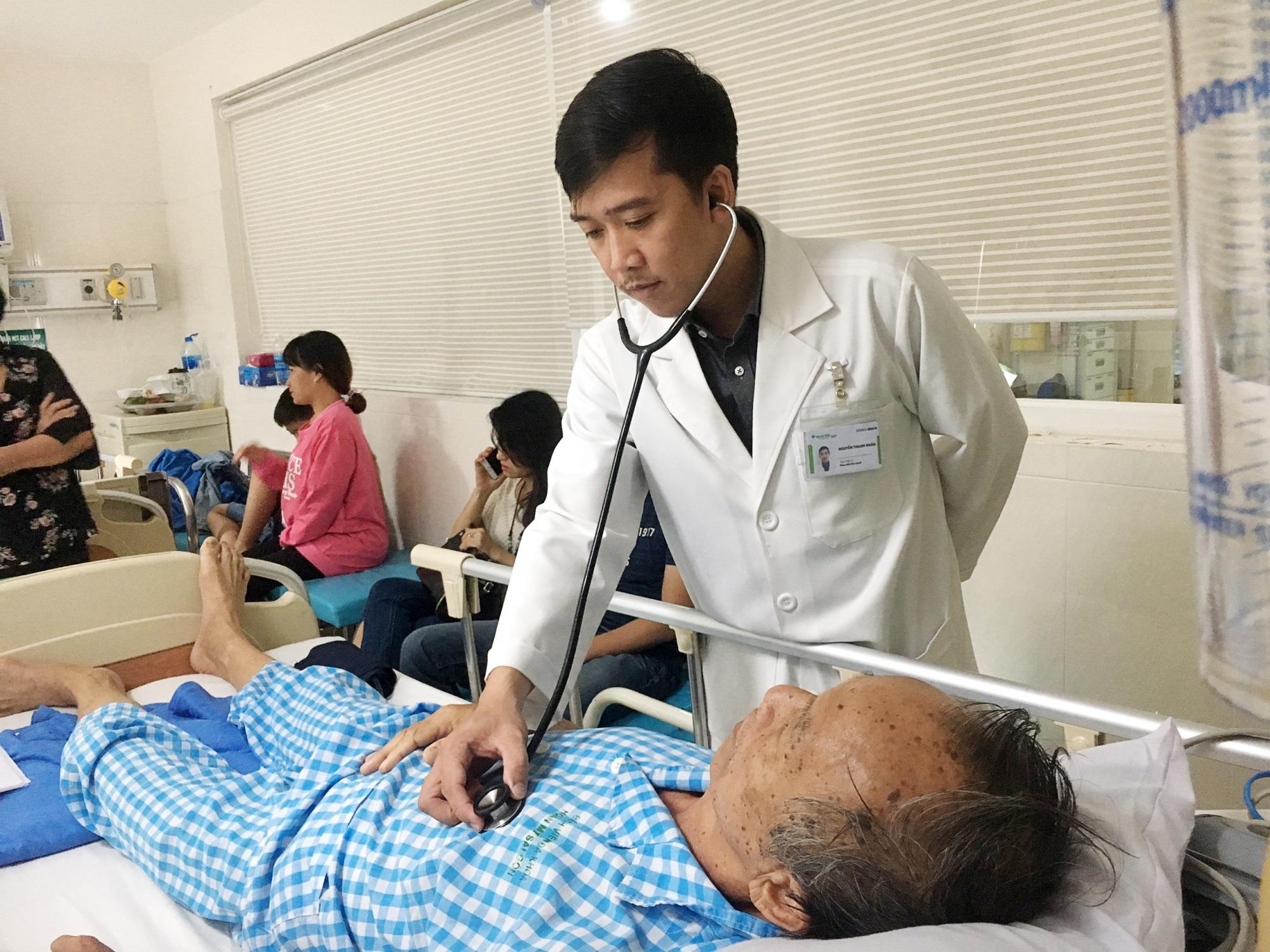 Cứu sống cụ ông 71 tuổi nhồi máu cơ tim, bất tỉnh tại sảnh bệnh viện, bác sĩ khuyến cáo cách phòng bệnh - Ảnh 3