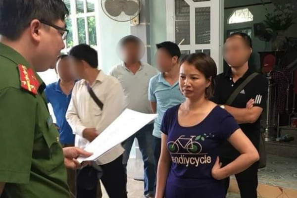 Sau 2 tuần bị bắt, mẹ nữ sinh giao gà ở Điện Biên ân hận đến mức tóc bạc trắng? - Ảnh 1
