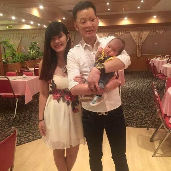 Cặp đôi chồng xấu vợ xinh cùng con trai bất ngờ chúc Tết cộng đồng mạng - Ảnh 2