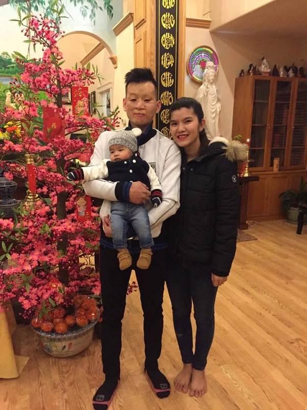 Cặp đôi chồng xấu vợ xinh cùng con trai bất ngờ chúc Tết cộng đồng mạng - Ảnh 3