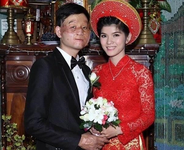 Cặp đôi chồng xấu vợ xinh cùng con trai bất ngờ chúc Tết cộng đồng mạng - Ảnh 4