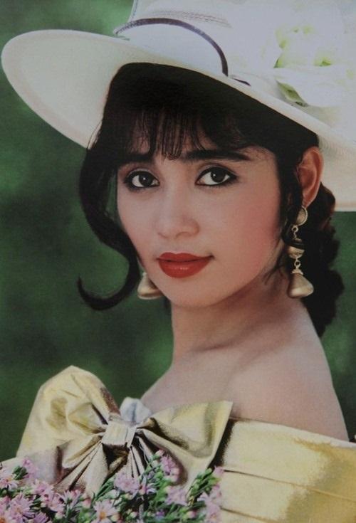 Ngắm nhan sắc trẻ mãi không già của 'người đẹp Tây Đô' Việt Trinh