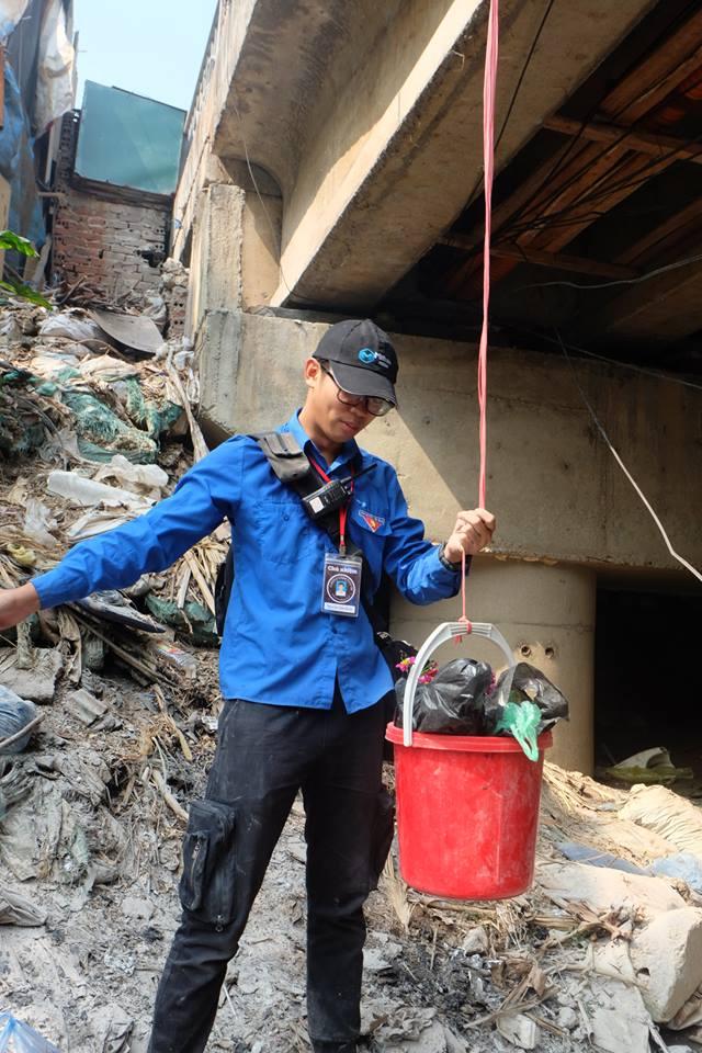 Hà Nội: Cá chép nhanh chóng 'chầu trời' sau khi bị thả xuống dòng nước ô nhiễm kinh hoàng - Ảnh 8