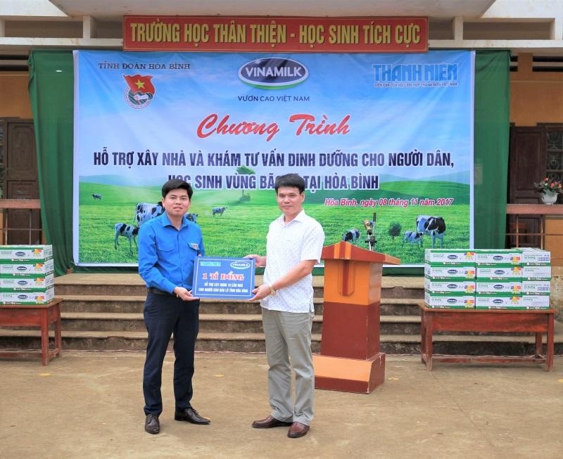 Vinamilk hỗ trợ 3 tỷ đồng cho người dân vùng lũ 3 tỉnh Yên Bái, Hòa Bình và Thanh Hóa - Ảnh 1
