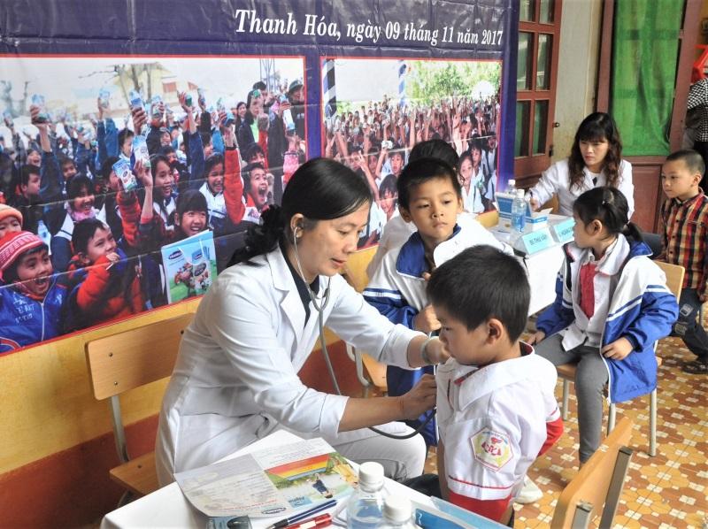 Vinamilk hỗ trợ 3 tỷ đồng cho người dân vùng lũ 3 tỉnh Yên Bái, Hòa Bình và Thanh Hóa - Ảnh 6