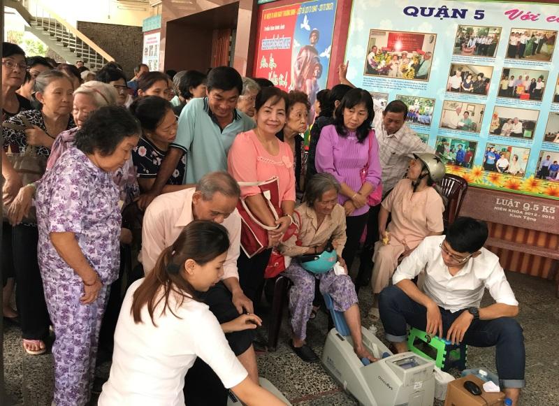 Vinamilk đồng hành chăm sóc sức khỏe cho gần 2000 người cao tuổi  - Ảnh 1