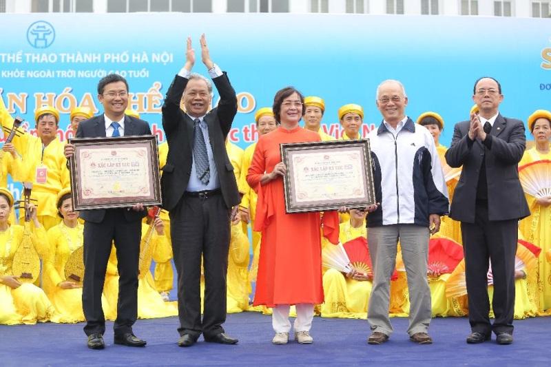 Vinamilk xác lập kỷ lục mới 'Đồng diễn thể dục dưỡng sinh có số lượng người cao tuổi tham gia đông nhất Việt Nam' - Ảnh 4