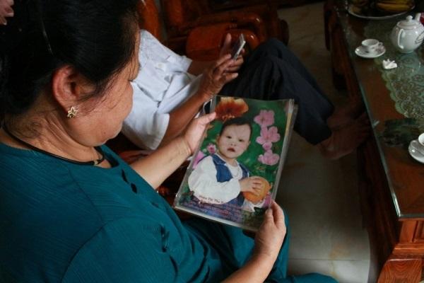 Nước mắt đôi vợ chồng già tìm con gái thất lạc ròng rã 35 năm