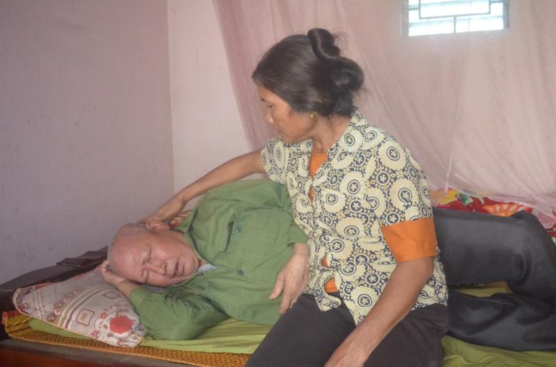 Người vợ nghèo bất lực nhìn chồng chết dần vì căn bệnh ung thư phổi: Không còn sức để khóc than cho số phận - Ảnh 3