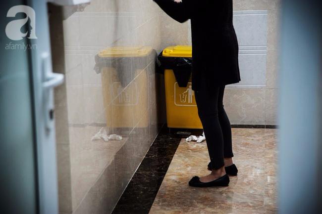1001 nỗi ám ảnh mang tên 'vệ sinh chung công sở' mà cô nàng nào cũng từng gặp phải - Ảnh 1