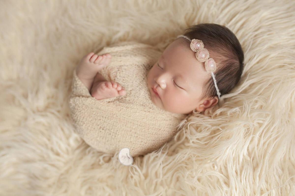 Chụp ảnh nghệ thuật cho trẻ sơ sinh: Những điều cha mẹ cần lưu ý tránh gây nguy hiểm cho bé - Ảnh 4