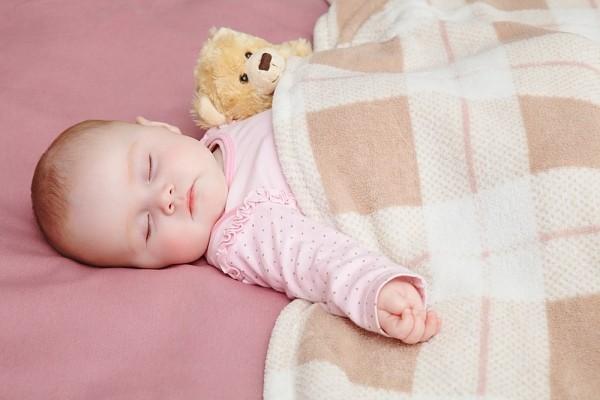 Chụp ảnh nghệ thuật cho trẻ sơ sinh: Những điều cha mẹ cần lưu ý tránh gây nguy hiểm cho bé - Ảnh 3