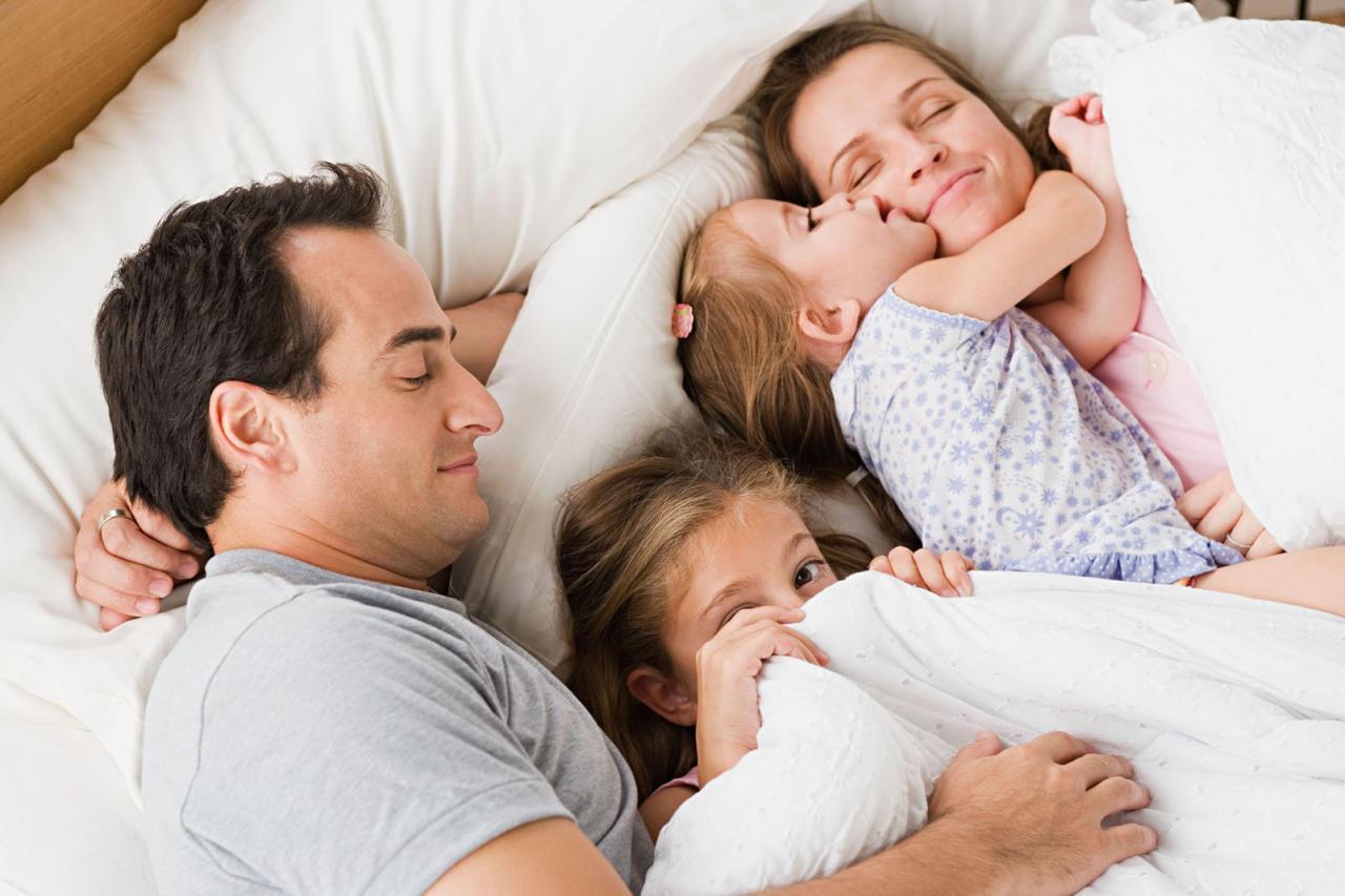 Mách cha mẹ cách giúp bé đi ngủ và thức dậy đúng giờ để chiều cao phát triển vượt bậc - Ảnh 1
