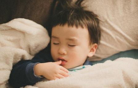 Mách cha mẹ cách giúp bé đi ngủ và thức dậy đúng giờ để chiều cao phát triển vượt bậc - Ảnh 2
