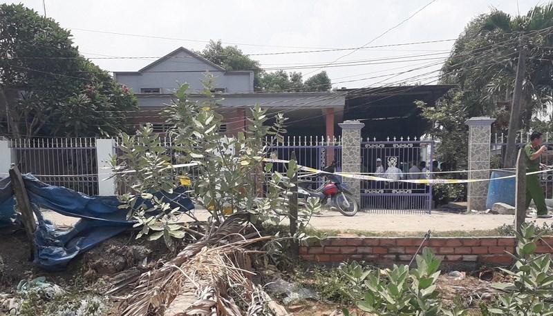 Vụ thảm sát ở Bình Dương: Cửa nhà nạn nhân và những người hàng xóm đều bị cột chặt bằng dây kẽm - Ảnh 1