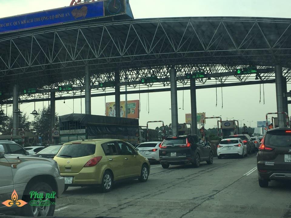 """Xe cộ """"rồng rắn"""" trở về thủ đô sau đợt nghỉ lễ, cao tốc Pháp Vân – Cầu Giẽ ùn tắc nghiêm trọng - Ảnh 5"""