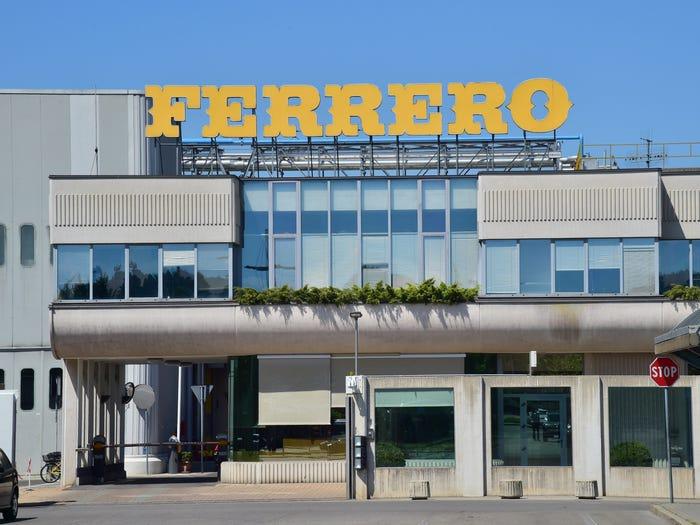 Tỷ phú giàu nhất Italy với đế chế bánh kẹo lớn thứ 2 thế giới - Ảnh 8