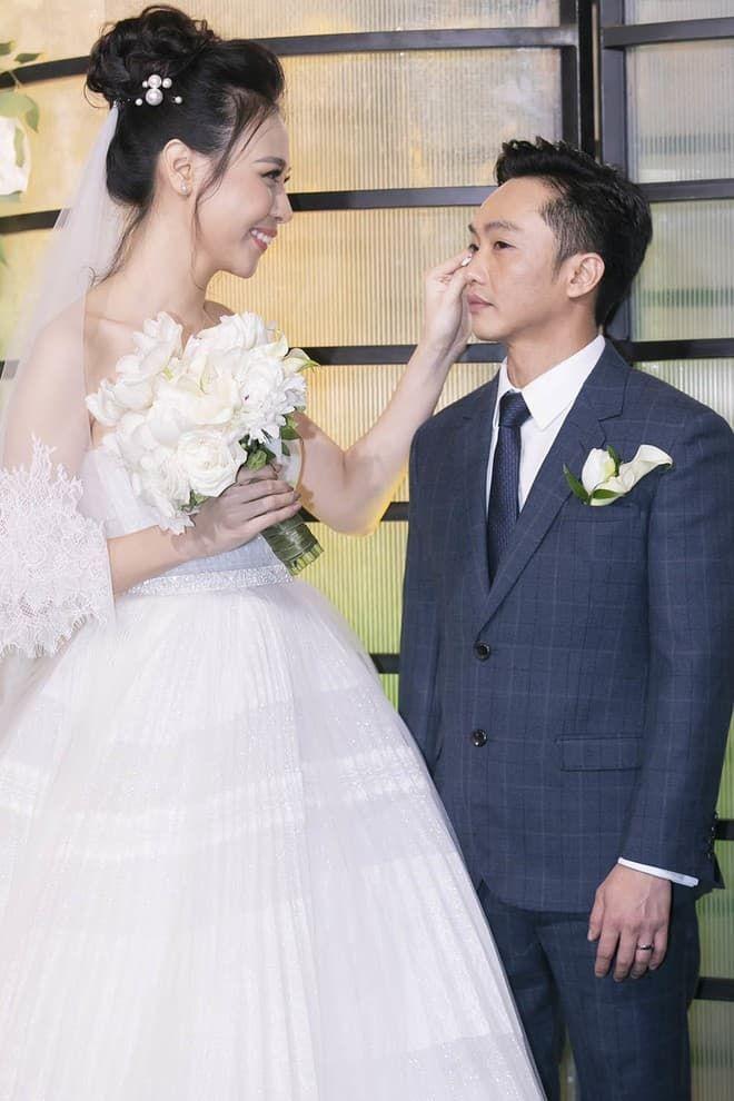 Bị dị nghị lấy chồng kém sắc, mỹ nhân Việt vẫn có cuộc sống hạnh phúc vạn người mơ - Ảnh 9