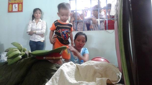 Vụ chiến sĩ hy sinh khi chữa cháy: Con trai 2 tuổi tưởng ba ngủ cứ lay gọi 'Ba ơi, dậy đi' - Ảnh 1