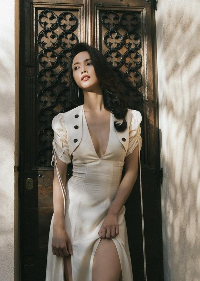 Đã tìm ra mỹ nữ chiếm ngôi 'sexy nhất showbiz' của Ngọc Trinh - Ảnh 9