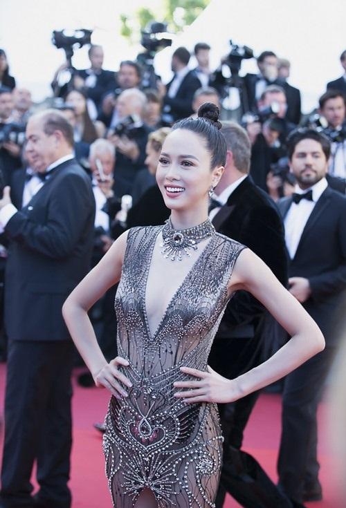 Đã tìm ra mỹ nữ chiếm ngôi 'sexy nhất showbiz' của Ngọc Trinh - Ảnh 2